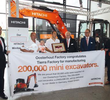 Hitachi Construction a livrat mini excavatorul cu numarul 200.000 in Germania