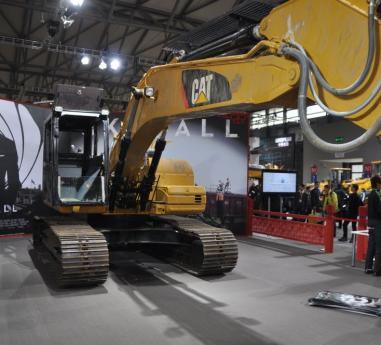Excavatorul Cat 320D L - vedeta  din 007- James Bond - SKYFALL