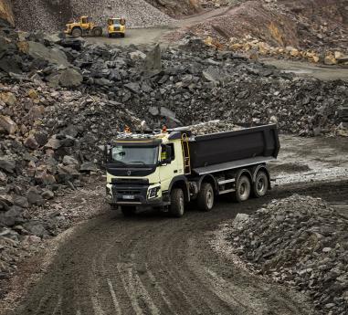 Volvo Trucks - primul producator care ofera tractiune integrala automata - pentru manevrabilitate si economie superioare